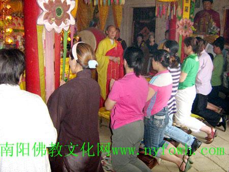 ...南南阳市清泉寺拜印生法师为师,受到清泉寺和南阳佛教文化的