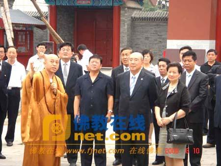 中国国民党主席吴伯雄一行到天津大悲禅院参访