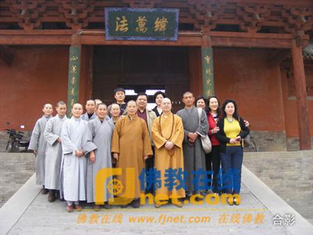 加拿大佛教会会长达义法师一行参观山西大乘寺