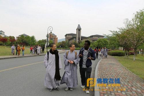 杭州佛学院英语研究生与浙工大留学生开展学习交流