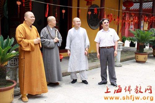 上海龙华寺方丈照诚法师一行参访南山古寺