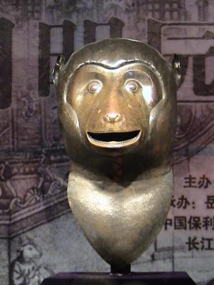 猴首铜像-圆明园国宝暨南北朝佛像珍品展在岳阳瞻岳门开幕