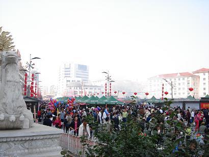 沈阳皇寺圆满展出召乌力吉喇嘛生身舍利(图)-文